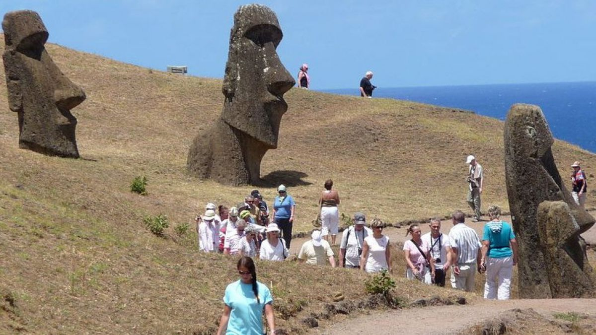 Por qué la Isla de Pascua está imponiendo restricciones a los turistas que la visitan anualmente