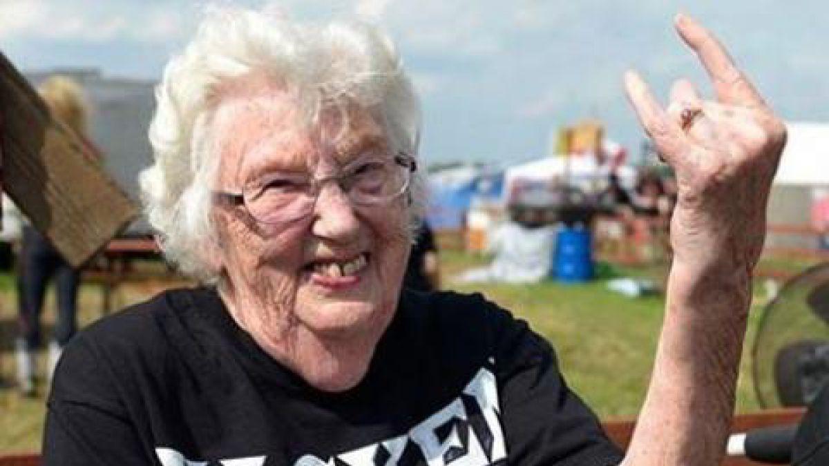 Abuelos escapan de asilo para ir a festival de rock