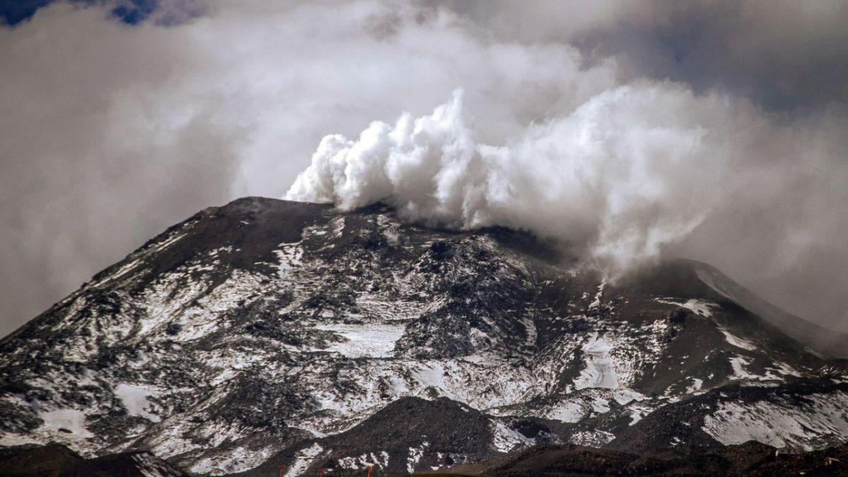 Turistas captaron enorme pulso eruptivo mientras esquiaban — Nevados de Chillán