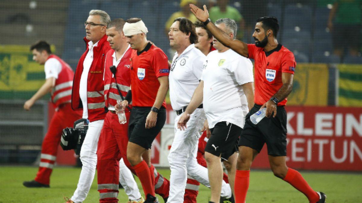 [VIDEO] El momento de la agresión que sufrió un árbitro en el Europa League