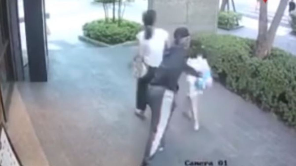 Trata de robar a una niña en plena vía pública