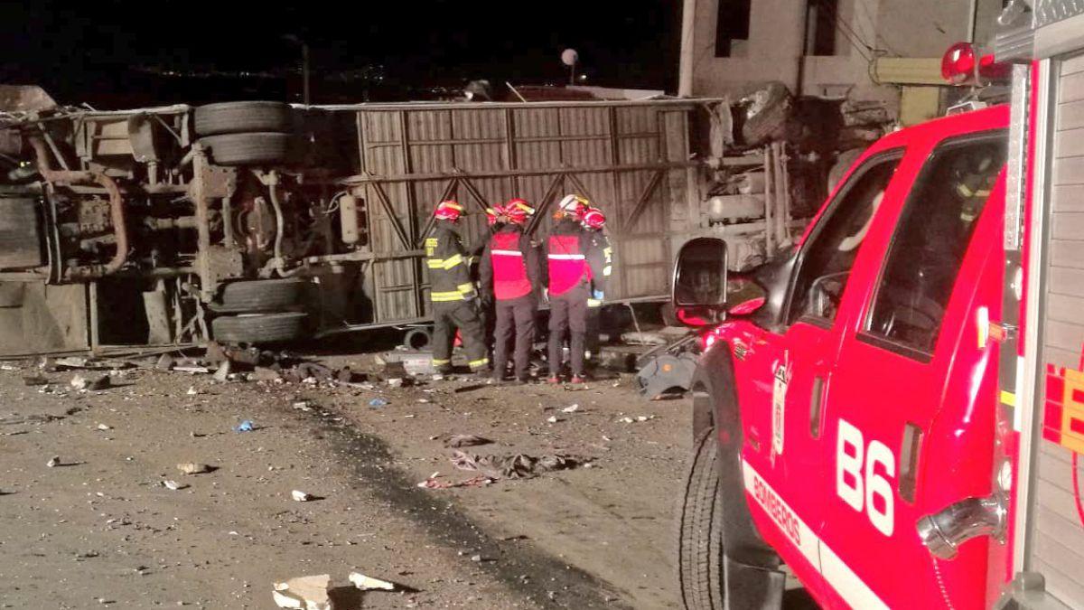 Accidente de bus internacional en Ecuador deja veintena de muertos y heridos