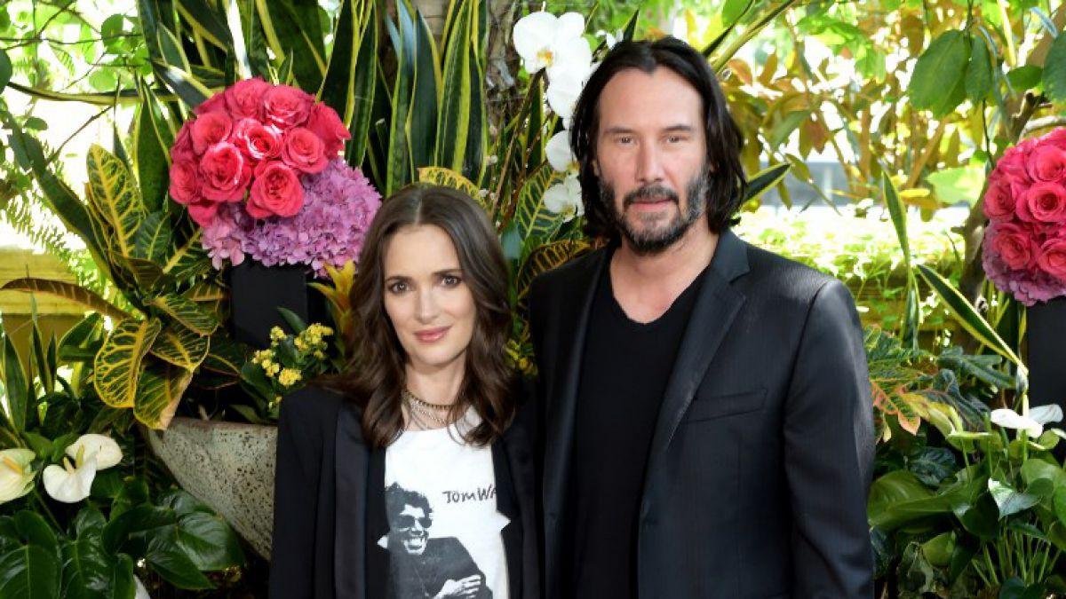 Winona Ryder asegura estar casada con Keanu Reeves desde 1992