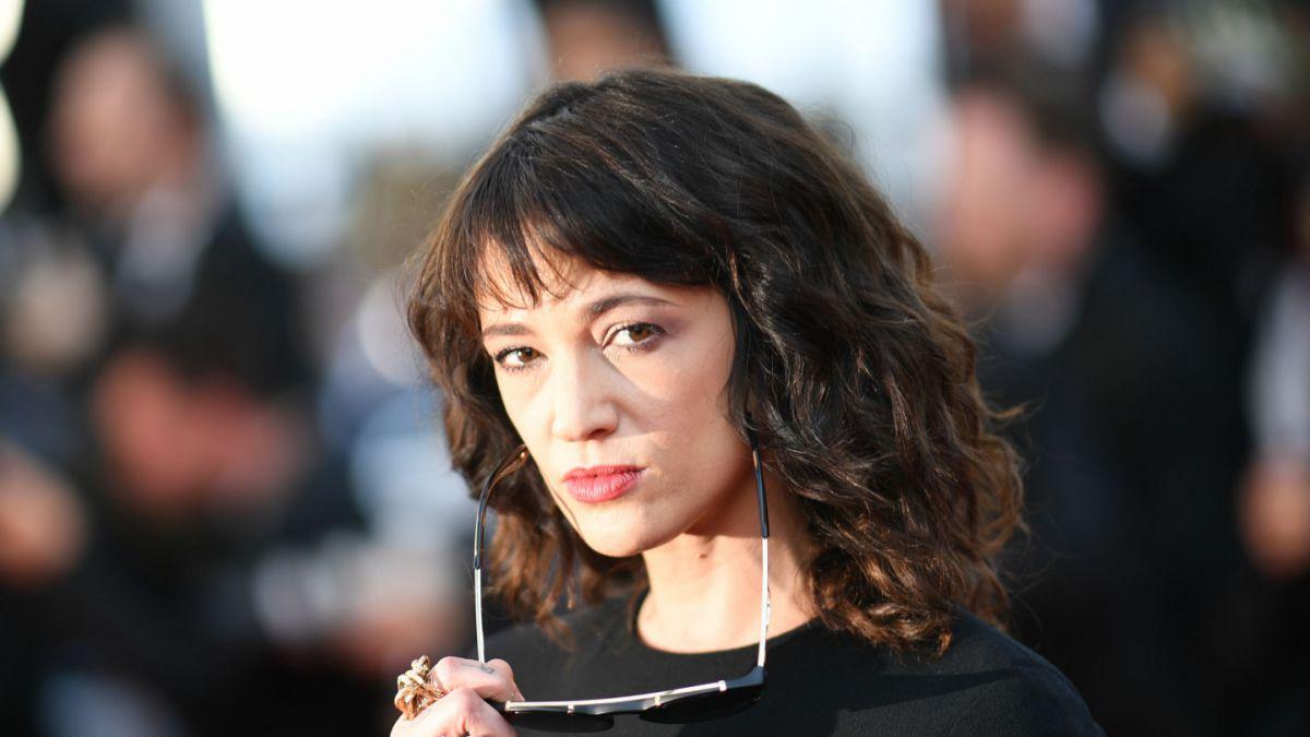 Padre de Asia Argento acusa a Weinsten de contratar a actor que denunció violación