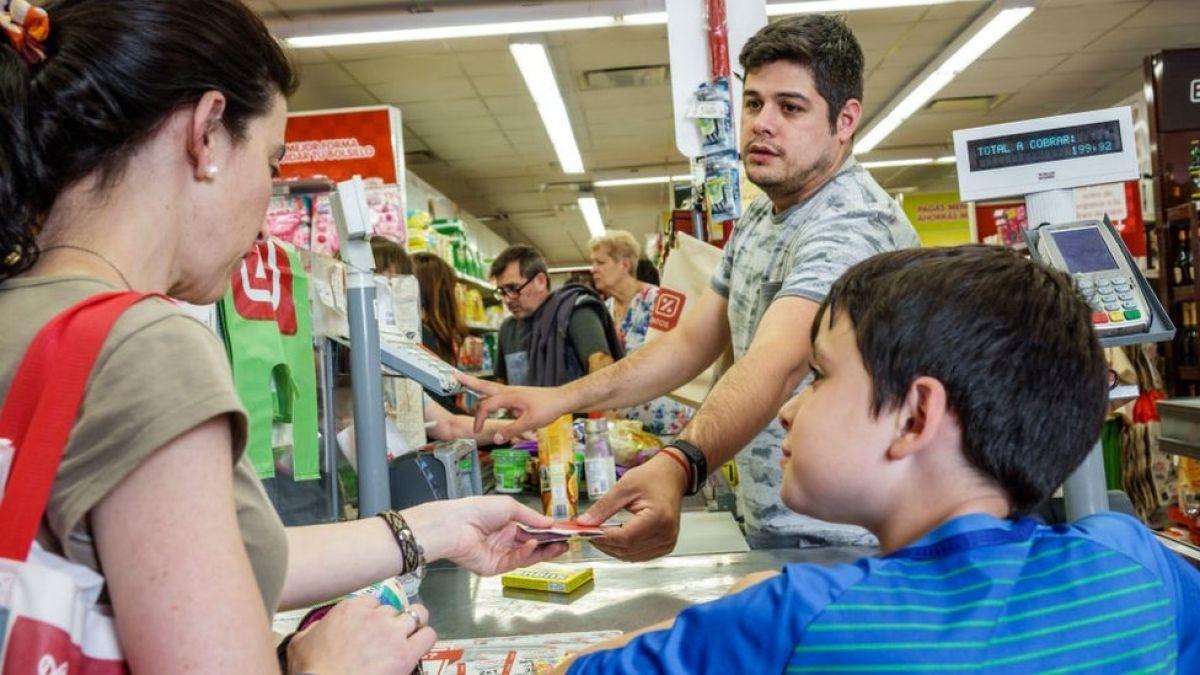 Argentina: cómo impacta a la gente la tasa de interés del 60%, la más alta del mundo