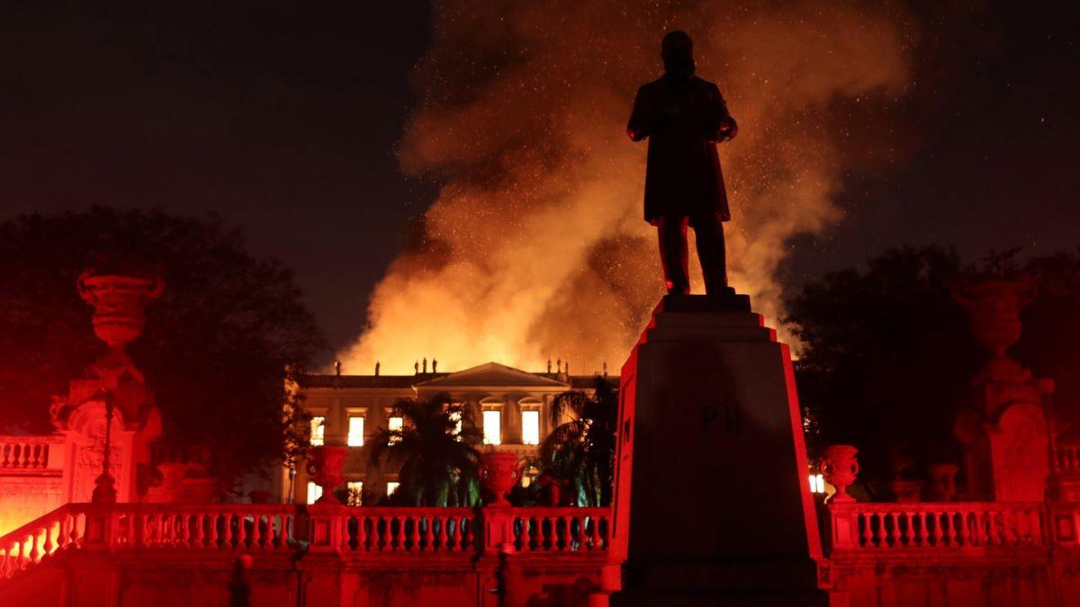 Incendio arrasa Museo Nacional de Río de Janeiro