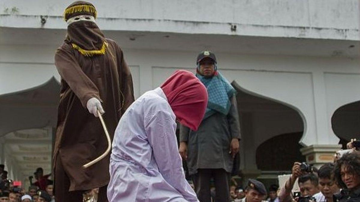 Dos mujeres son azotadas en Malasia por sus preferencias sexuales
