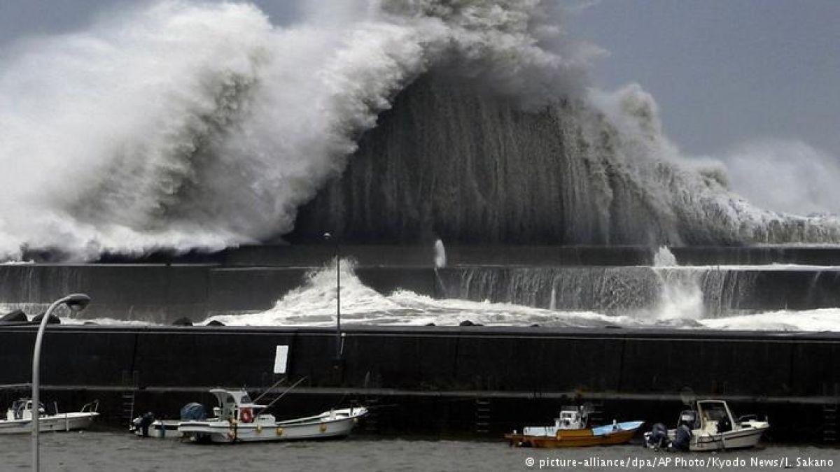 Inundado el aeropuerto nipón de Osaka por el paso del fuerte tifón Jebi