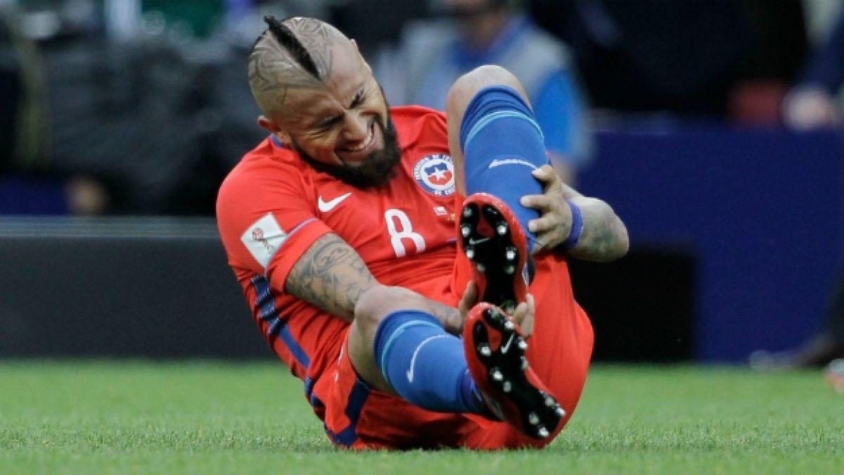 [VIDEO] Arturo Vidal abandona práctica de La Roja con molestias en su rodilla