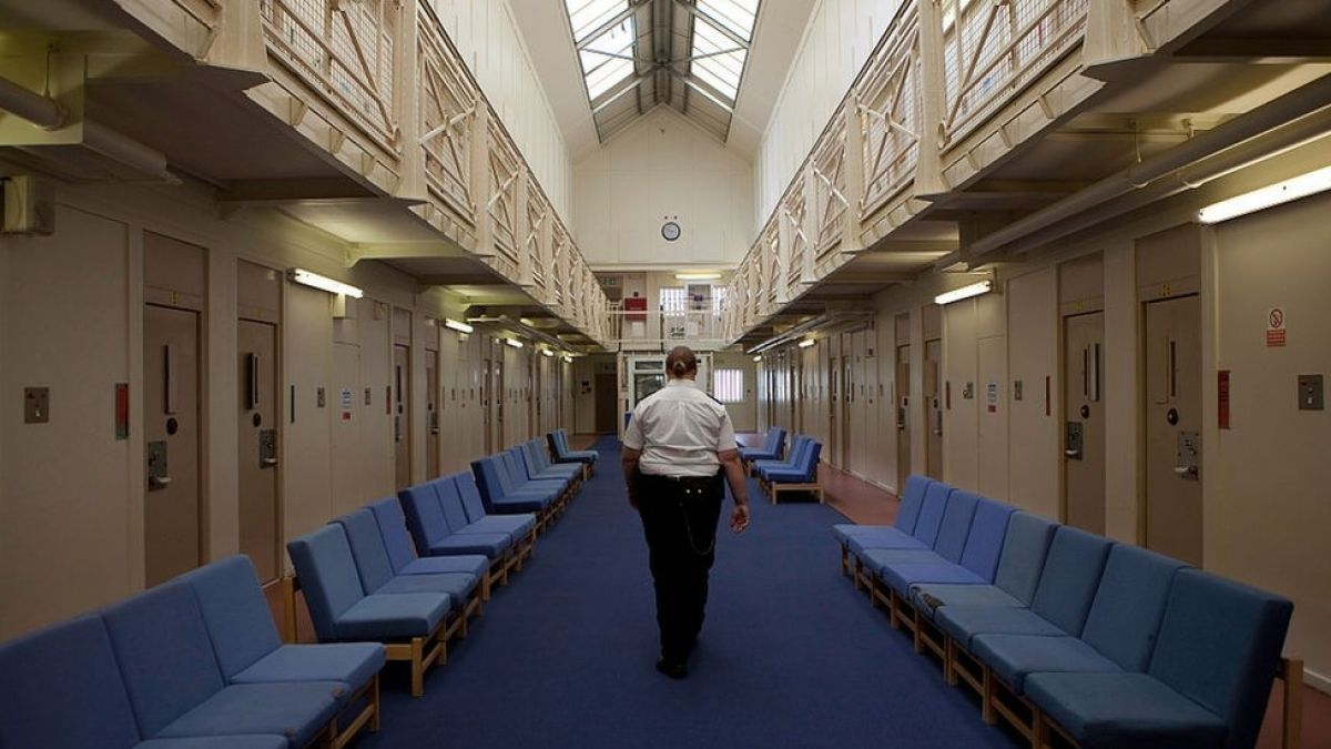 Violador transexual es enviado a cárcel de mujeres y abusa de reclusas