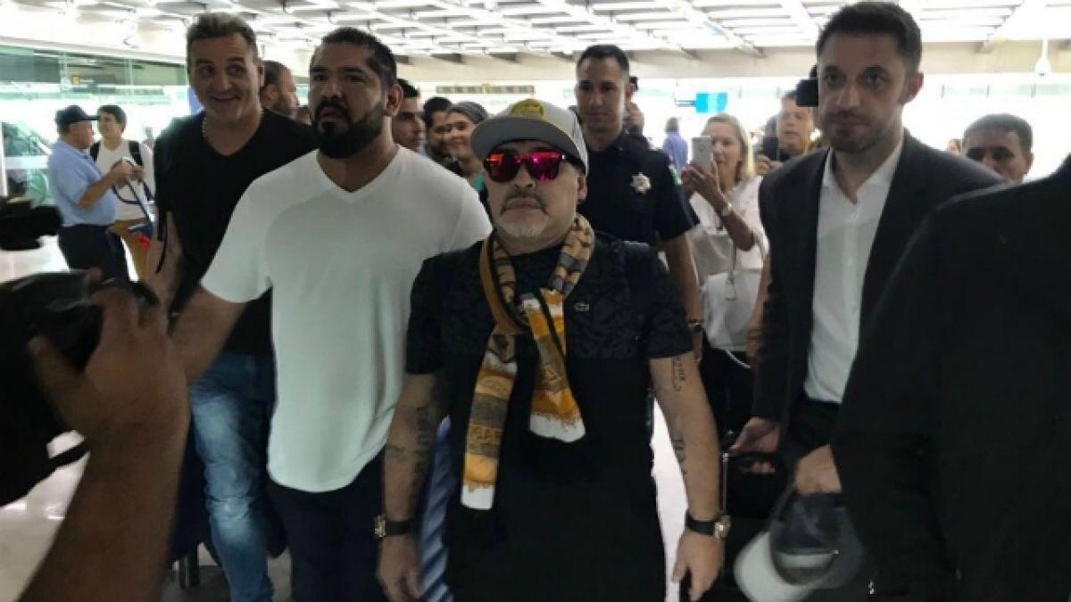 [VIDEO] Problemas para Maradona en México: Vecinos no lo quieren en el barrio y bloquean su mudanza