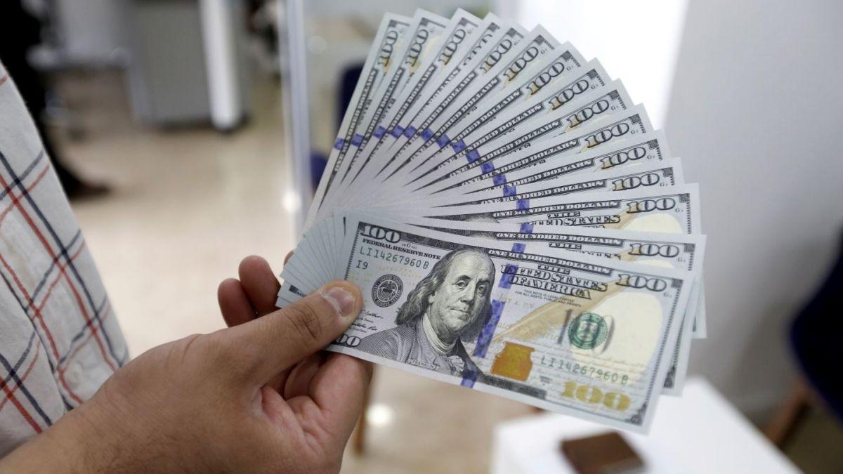 Dólar pasó la barrera de los $ 700 durante este martes