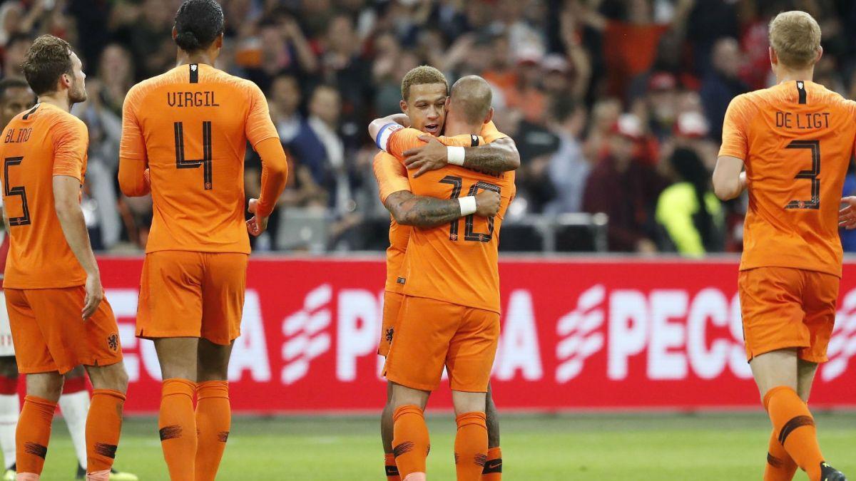 [FOTO] La curiosa camiseta que estrenó Wesley Sneijder tras su retiro de la Selección de Holanda