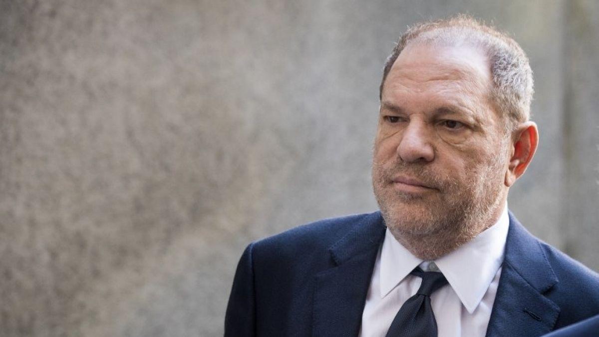 [VIDEO] Publican video de Harvey Weinstein 'toqueteando' a mujer que lo acusa de violación