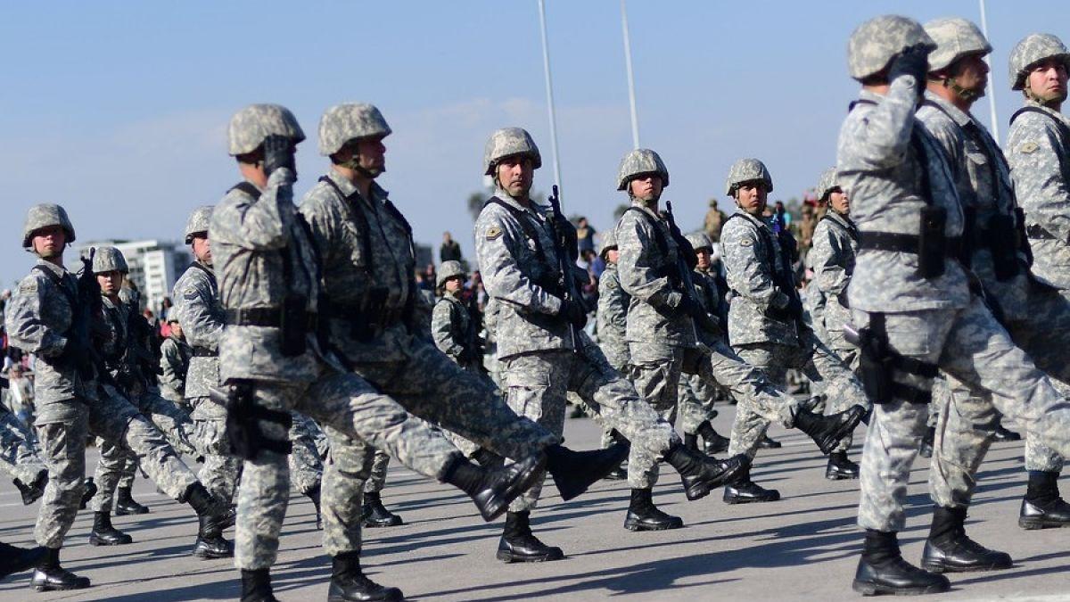 Así fue el desfile militar de cachorros en Chile