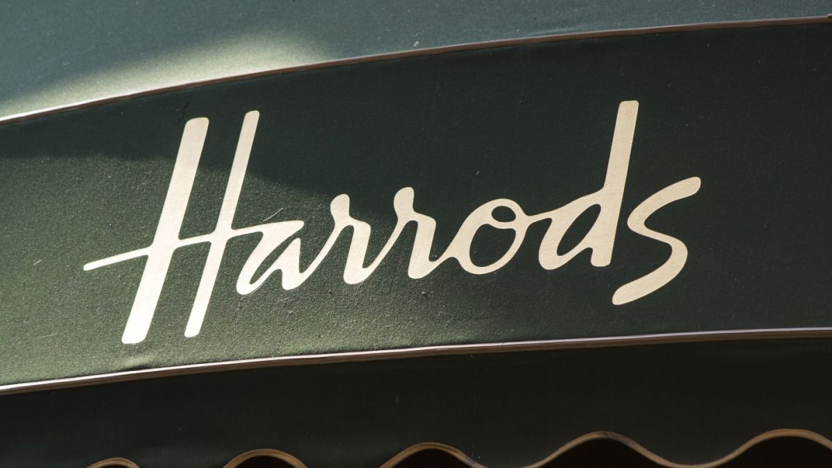 Mujer gastó US$21 millones en la lujosa tienda Harrods de Londres y la obligaron a revelar su nombre