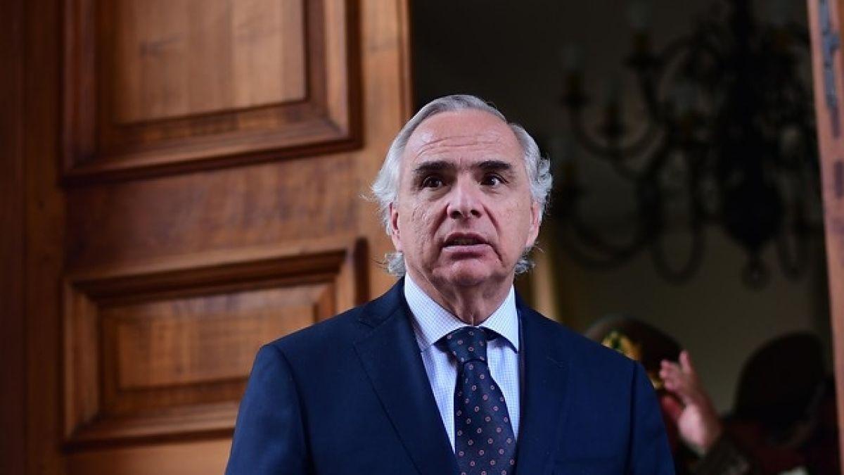 Chadwick anuncia endurecimiento de sanciones a agresores de Carabineros
