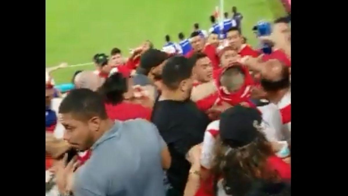 [VIDEO] Chile v/s Perú: se armó tremenda pelea en las galerías del estadio