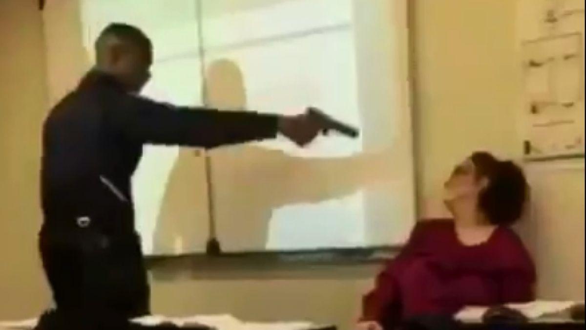 Un alumno francés amenazó con una pistola a una maestra en clase