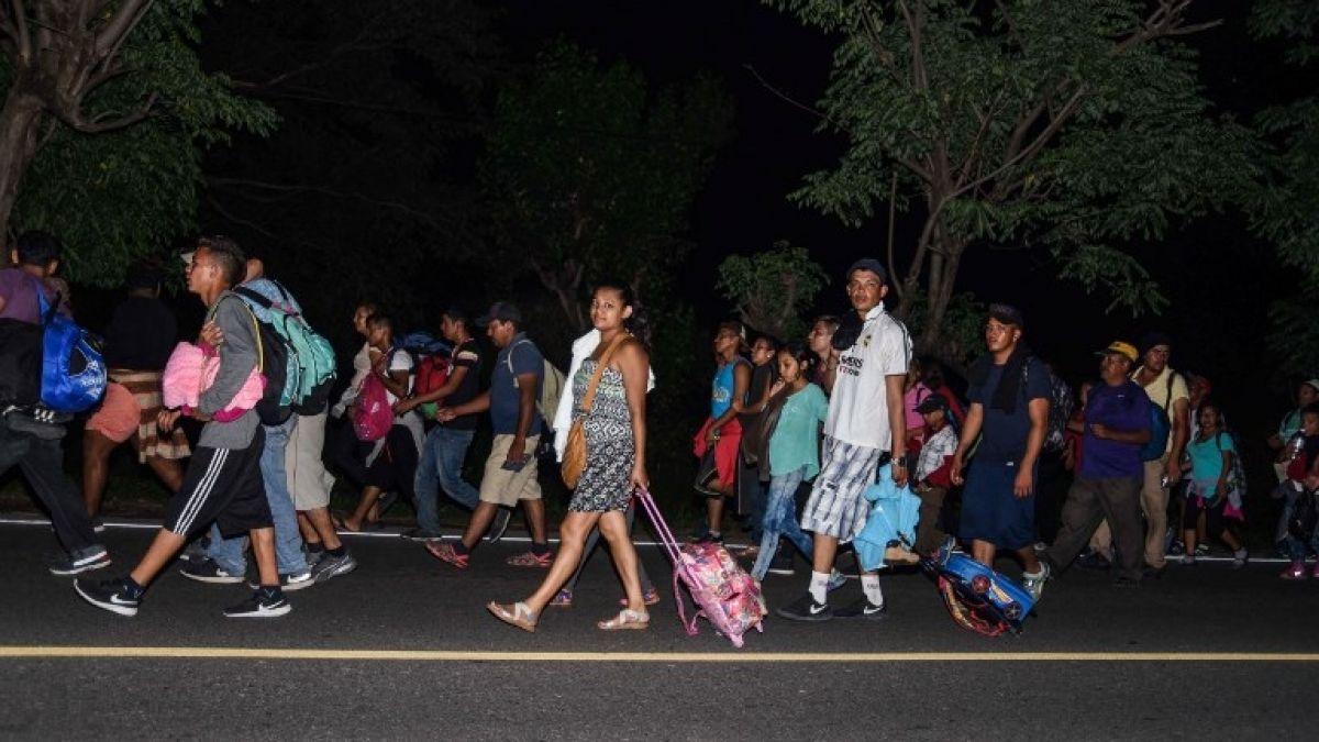 Gobierno hondureño promete empleo a migrantes de la caravana que regresen