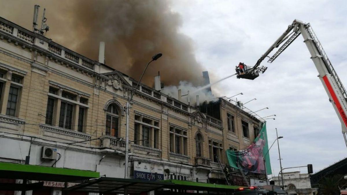 Incendio se registra en multitienda en plena Alameda