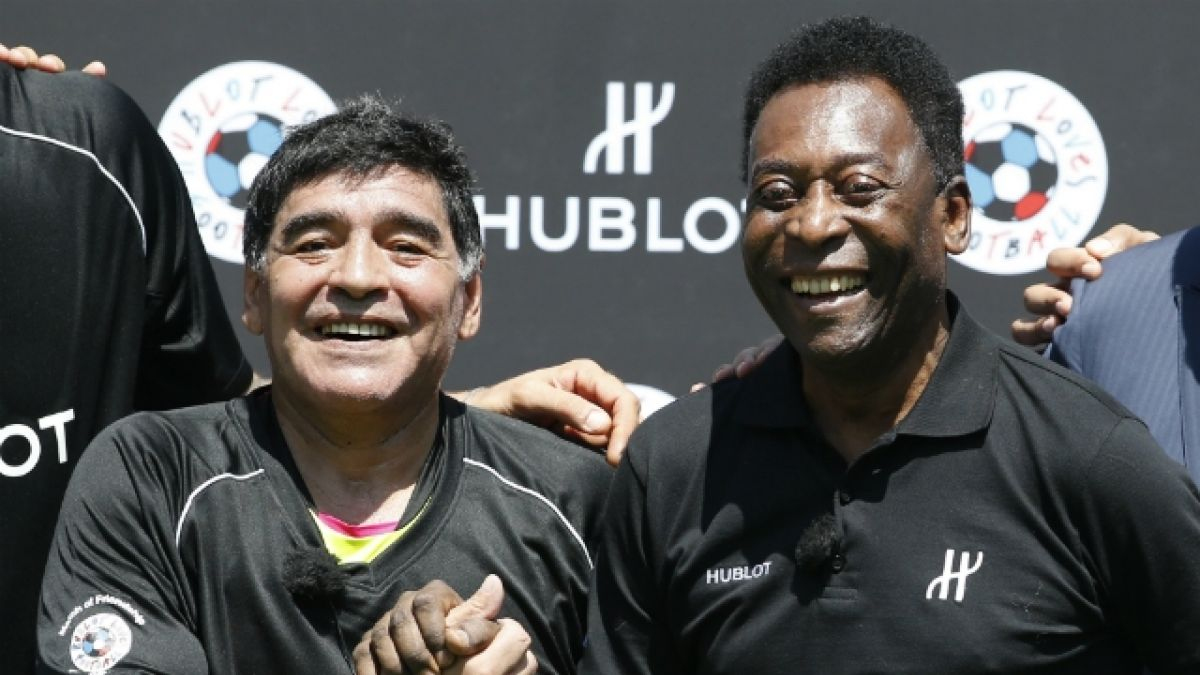 """""""Sé que tendrás una noche tranquila leyendo un libro"""": Pelé saluda a Maradona en su cumpleaños"""