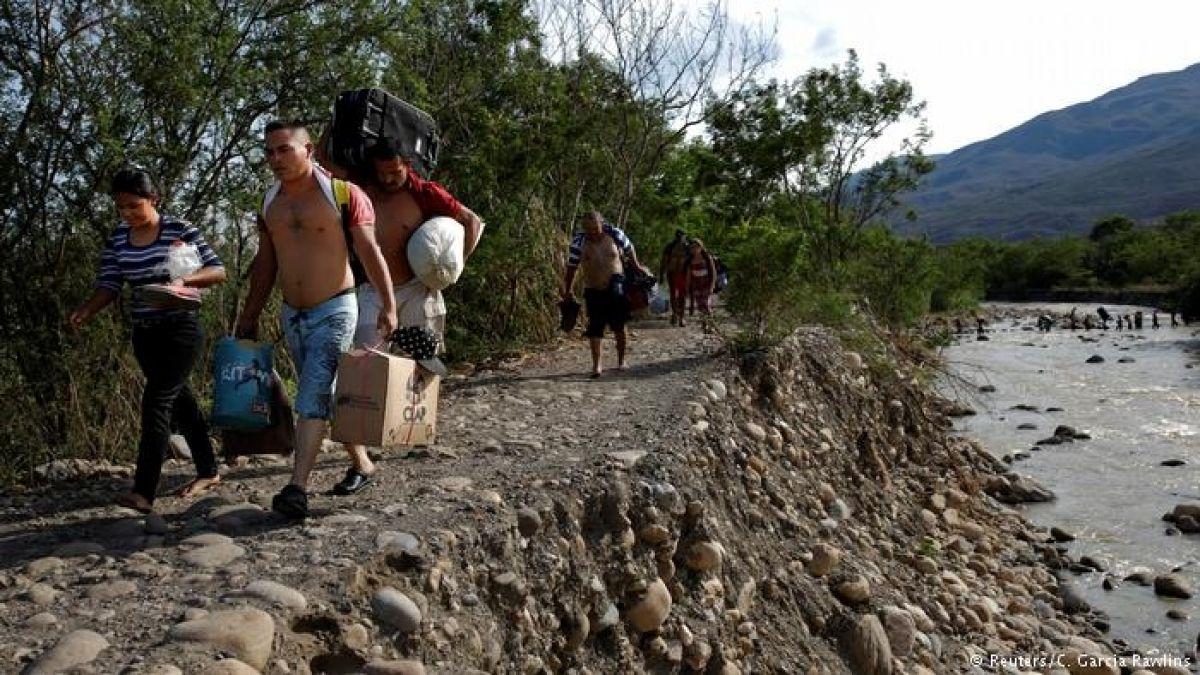 Quito convoca a 13 países por crisis migratoria venezolana