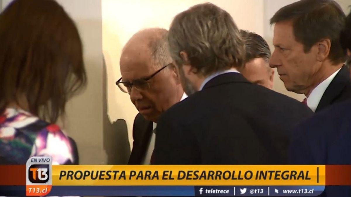 Caída de miembro de equipo asesor marca actividad de Piñera en La Moneda