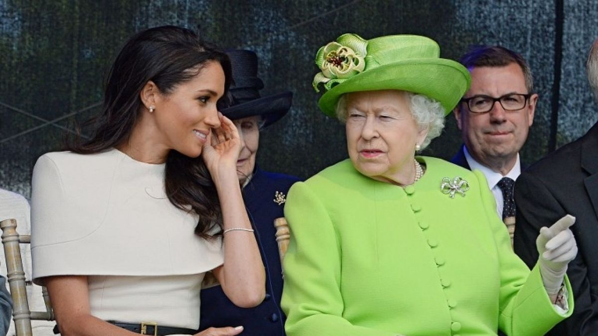 La reina Isabel II rompe el protocolo por complacer a Meghan Markle