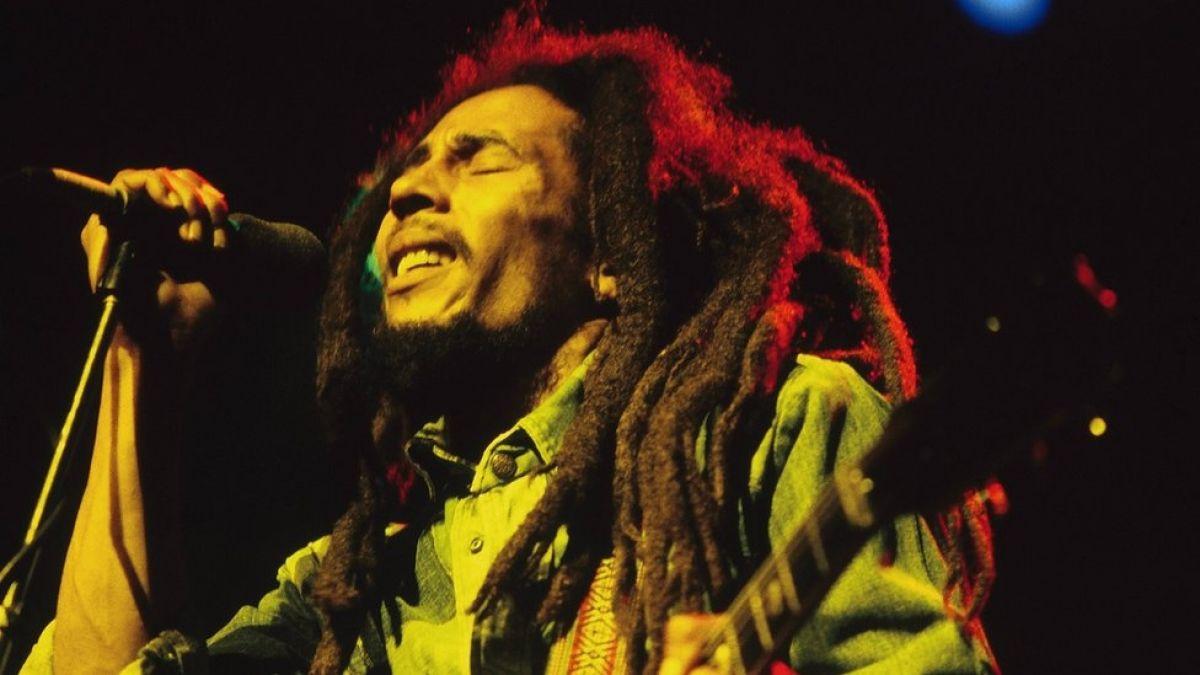 La camiseta de fútbol en honor a Bob Marley que fue prohibida (aunque su hijo dijo que le encantaba)
