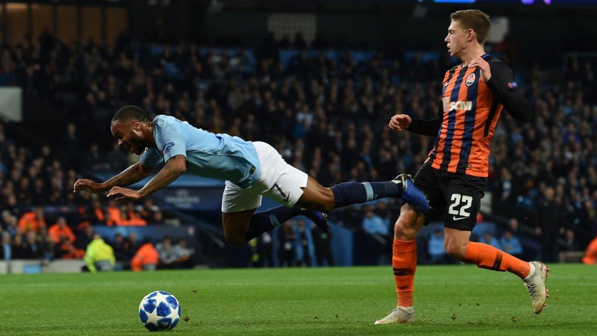 ¿Es el insólito penalti de Raheem Sterling la peor decisión arbitral en la historia de la Champions?