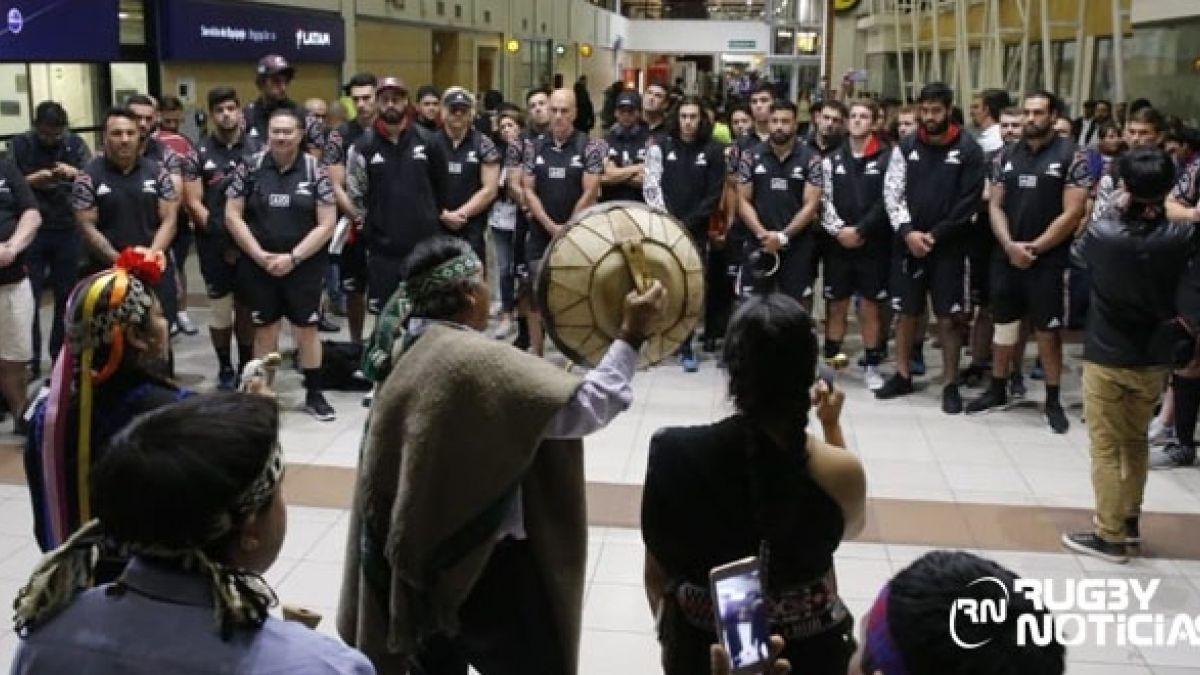 [VIDEO] El emocionante recibimiento de un grupo mapuche a los Maorí All Blacks