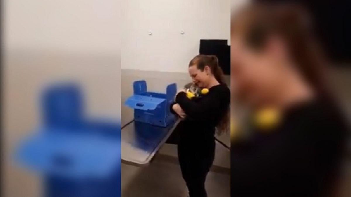 [VIDEO] El emocionante reencuentro de una mujer y su gato tras los incendios de California