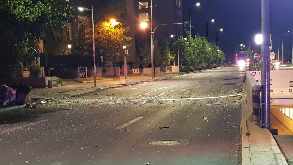 [VIDEO] Robo a banco deja graves daños debido a explosión y calles cortadas en Las Condes