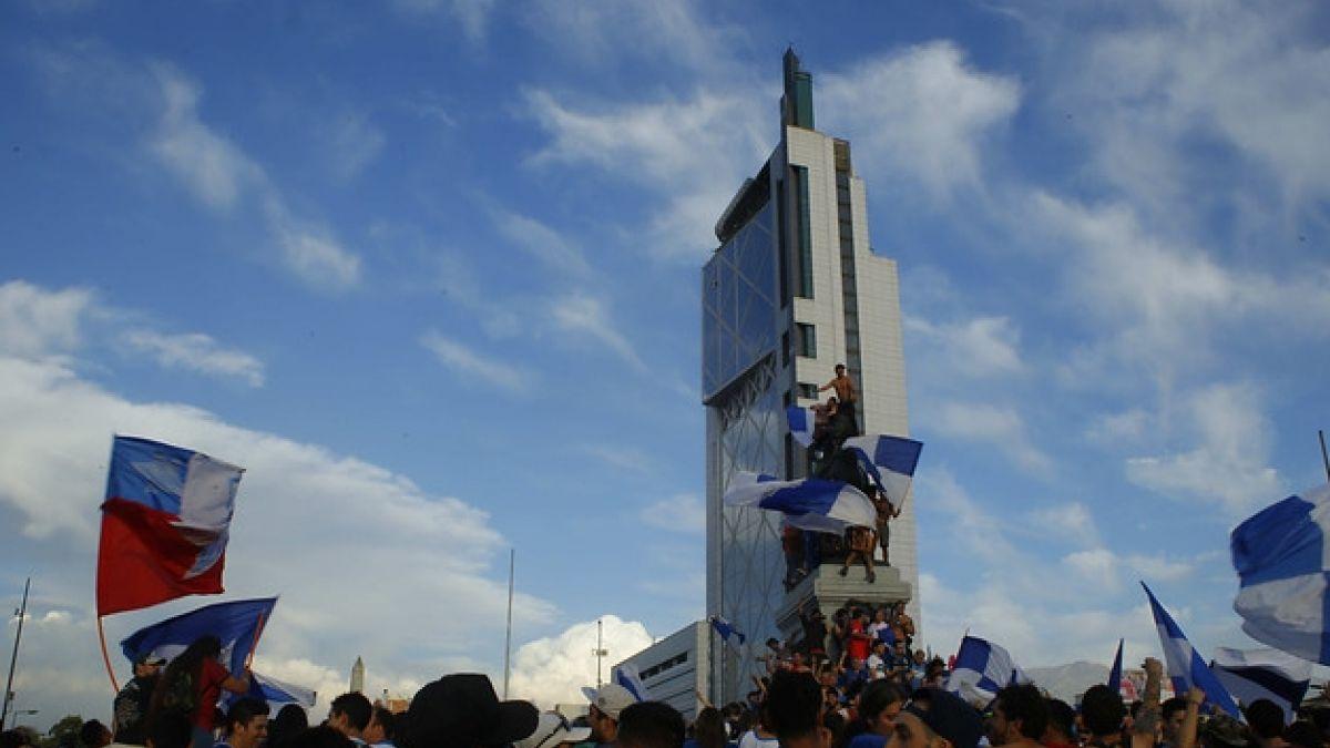 [FOTOS] Fiesta cruzada: Hinchas de Universidad Católica festejaron en Plaza Italia