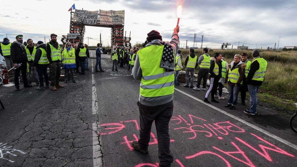 Francia suspende alza de combustibles durante todo el 2019 para enfrentar protestas