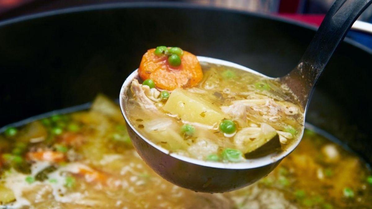¿Funcionan contra el resfriado los remedios caseros como la sopa de pollo el jugo de naranja?