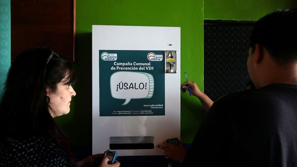 [VIDEO] Cerro Navia habilita dispensadores de condones a 100 pesos en colegios municipales