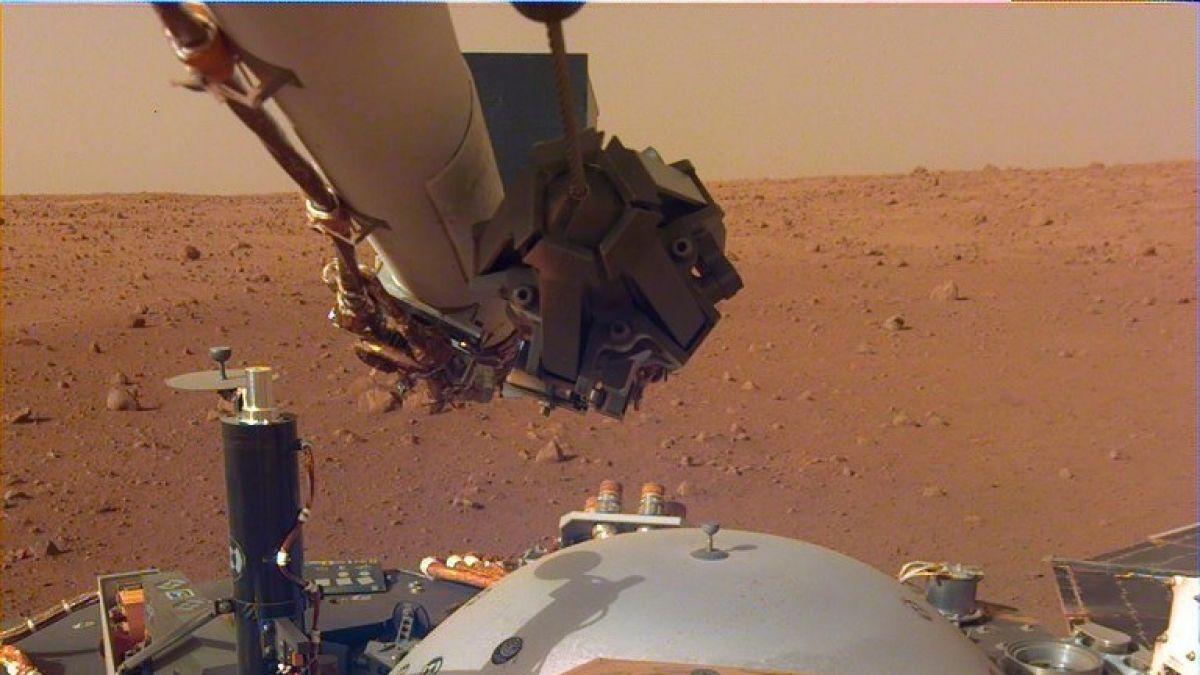 Este es el primer selfie tomado por la sonda InSight en Marte