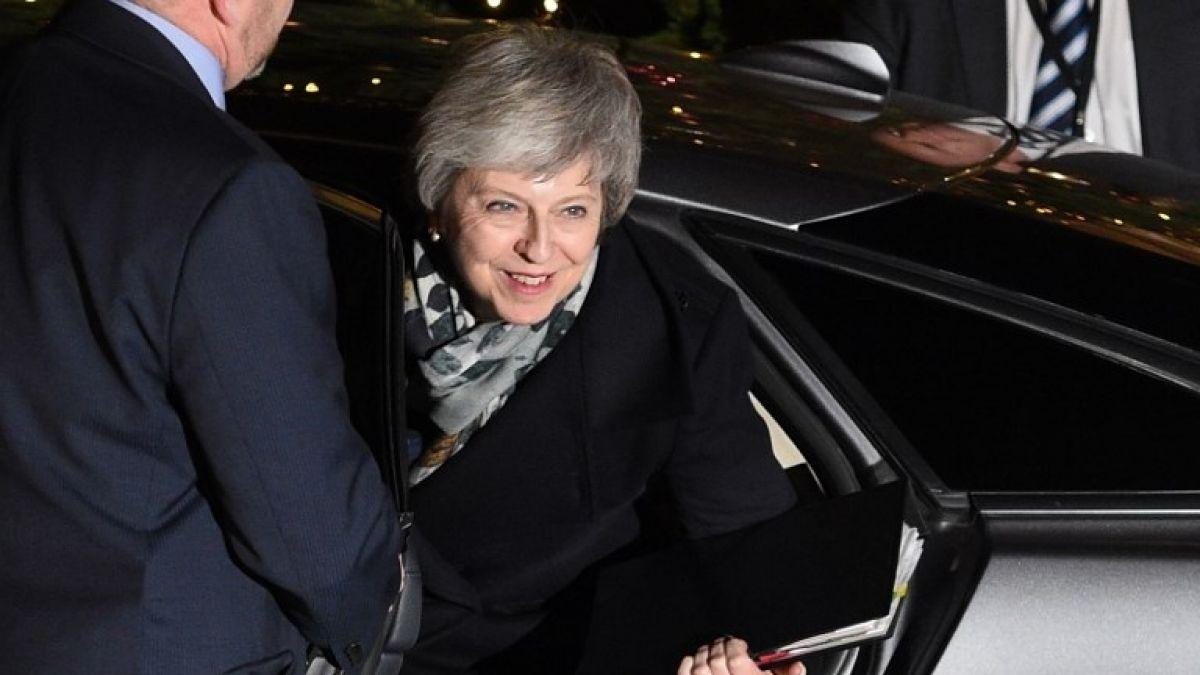 Theresa May supera la moción de censura por el Brexit
