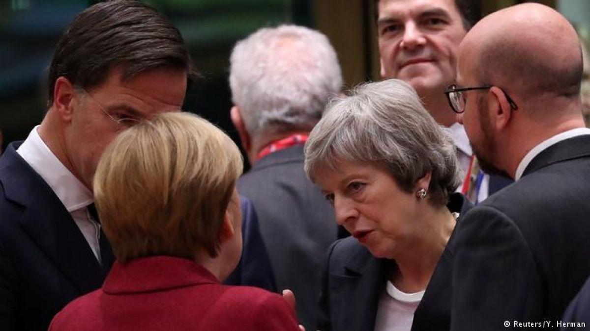 Unión Europea rechaza dar garantías vinculantes a May para ayudarla a aprobar el Brexit