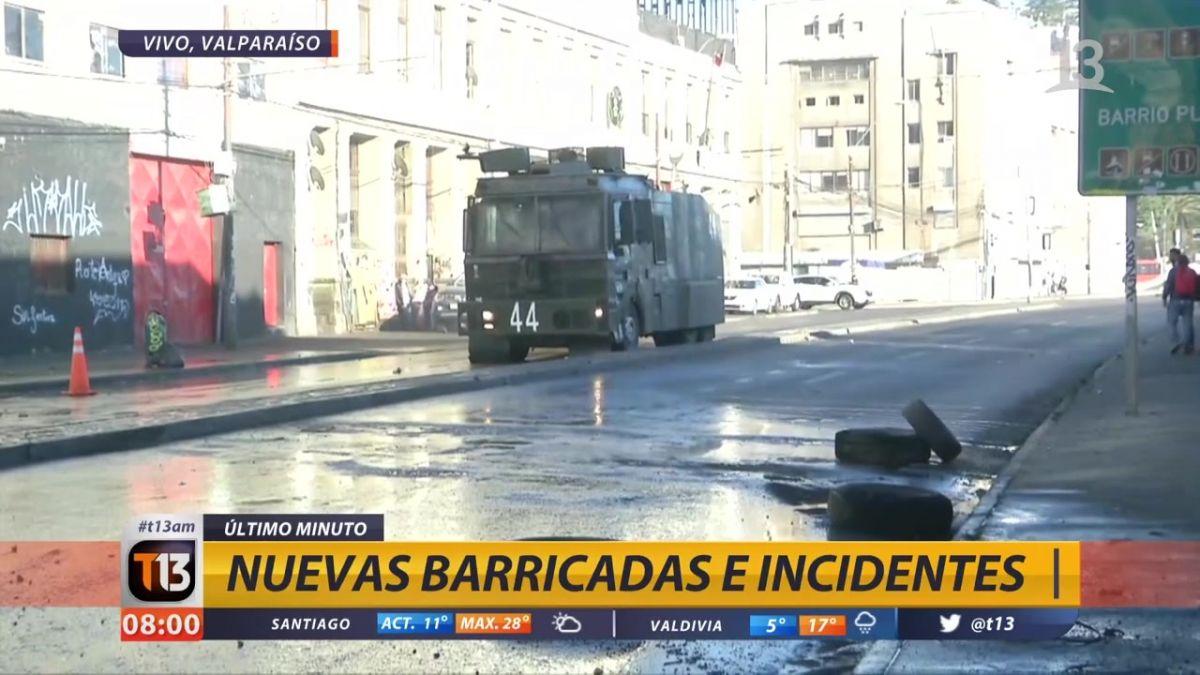 Portuarios encienden barricadas por segundo día en Valparaíso