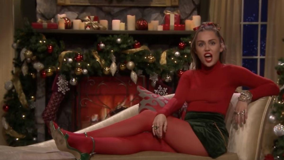 Miley Cyrus transformó un villancico en una canción de Navidad feminista