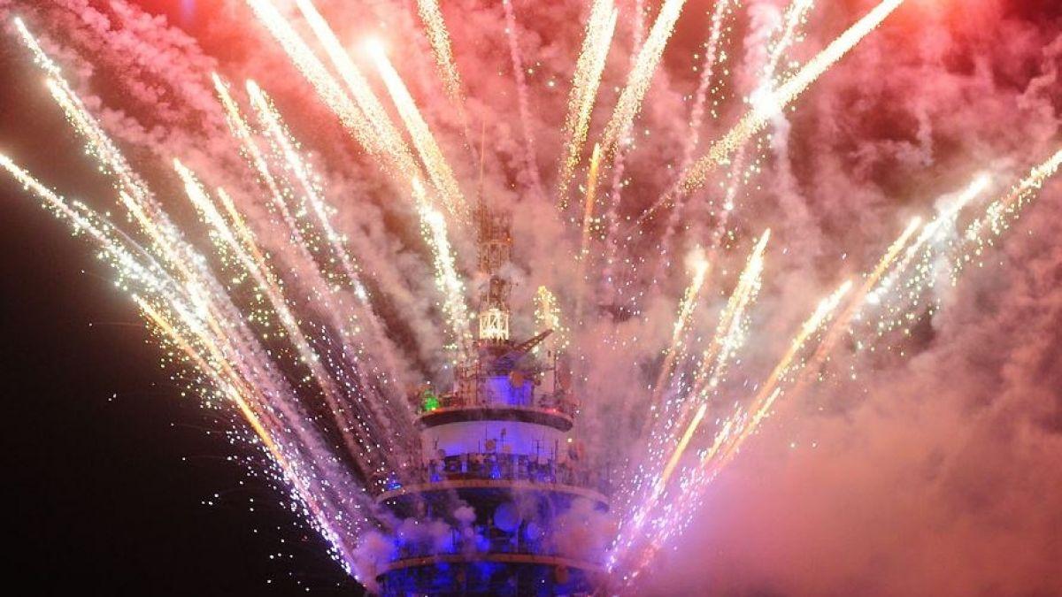 Fuegos Artificiales De La Torre Entel Cumplen 27 Anos Tele 13
