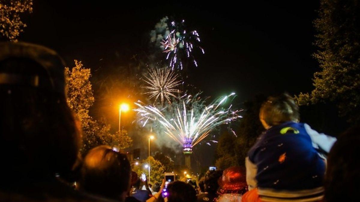 [FOTOS] Las postales que dejó la celebración de año nuevo en el centro de Santiago