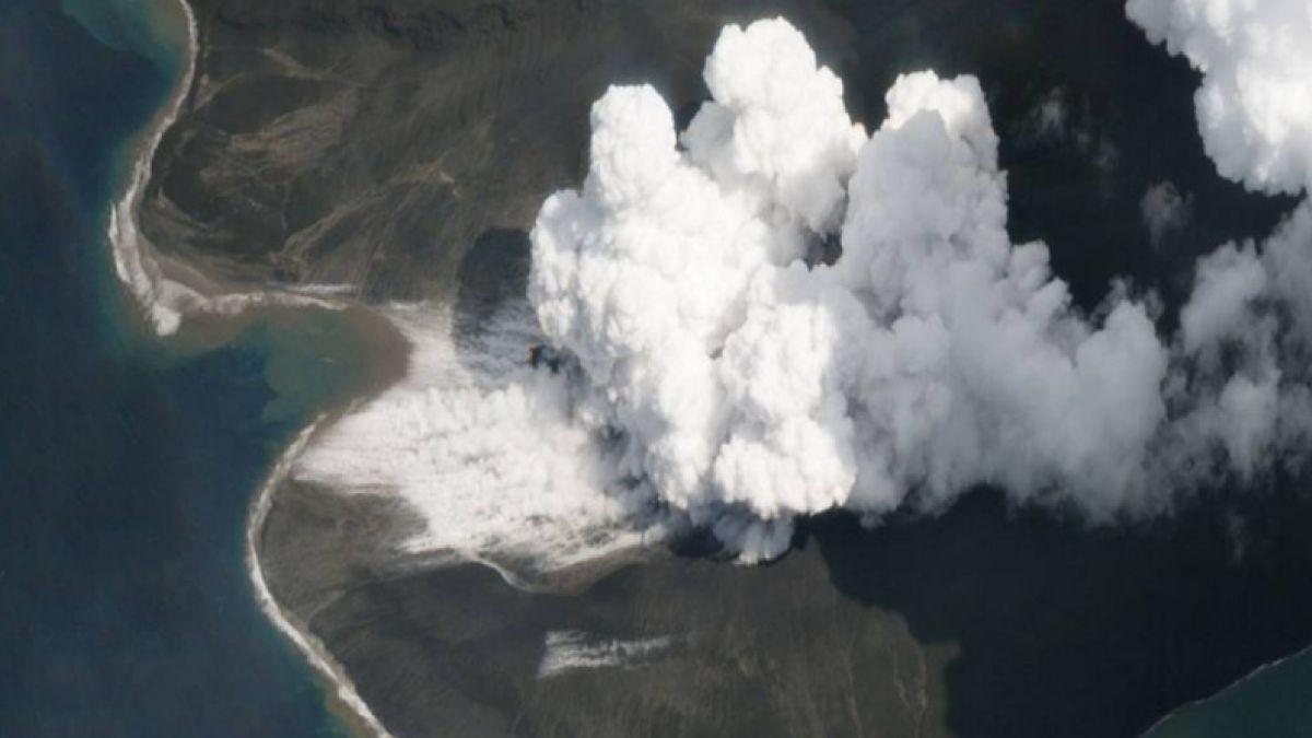 Tsunami en Indonesia: nuevas imágenes satelitales que muestran la magnitud del derrumbe del volcán