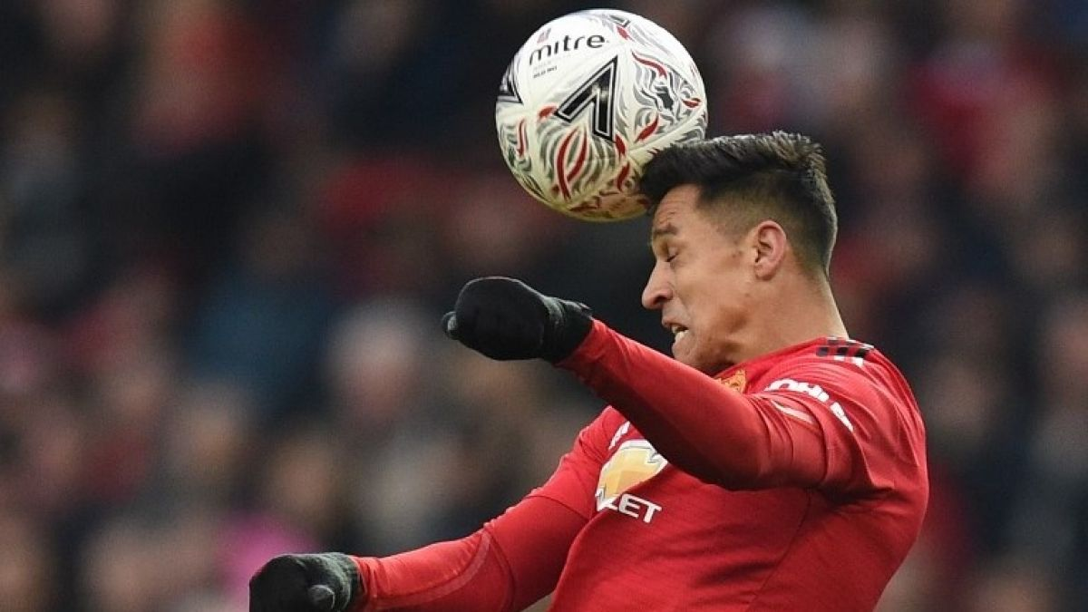 [VIDEO] El chascarro que protagonizó Alexis Sánchez en pleno partido del United