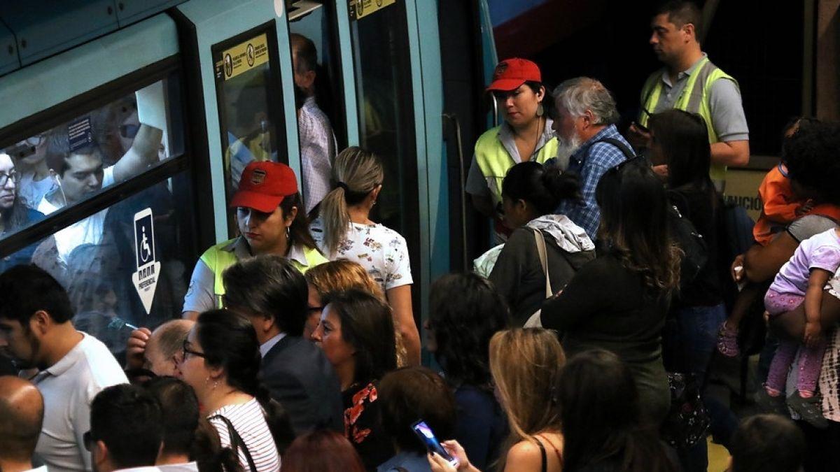 Metro de Santiago lamenta cuenta de Instagram que incita al acoso sexual