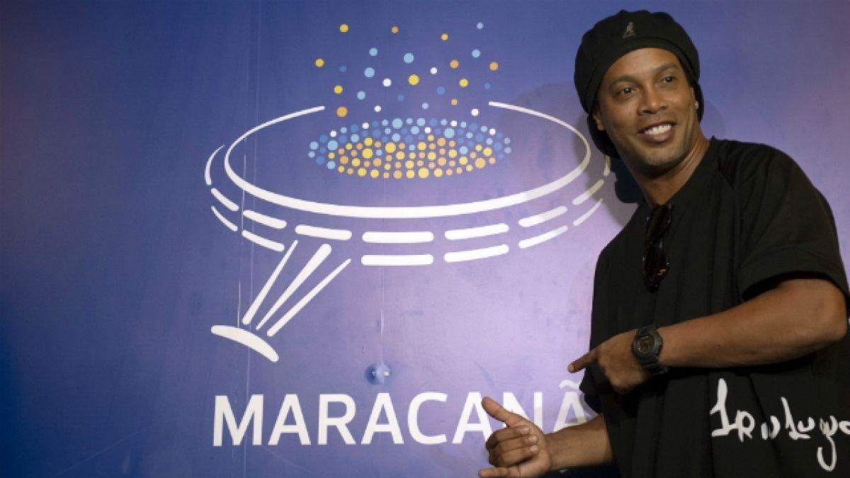 [FOTOS] Ronaldinho deja su huella en salón de la fama del Maracaná