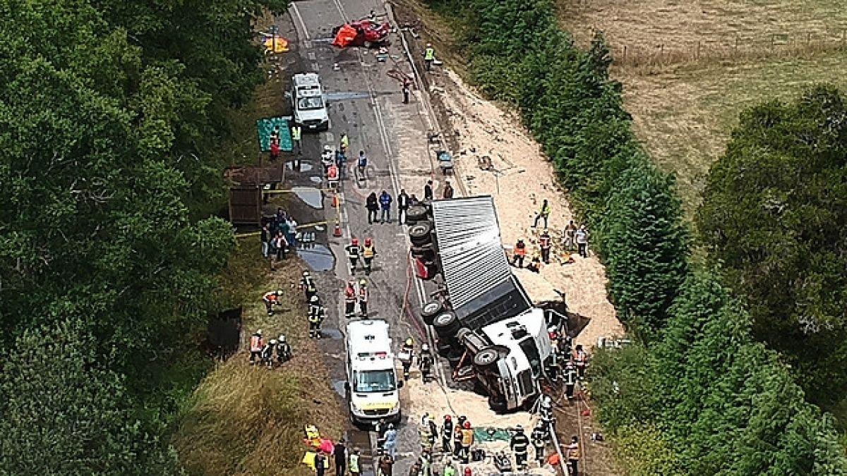 [VIDEO] Al menos nueve personas mueren en accidente vehicular múltiple en Valdivia